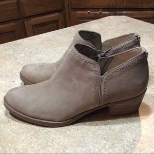 NATURALIZER TAUPE LEATHER BOOTIE